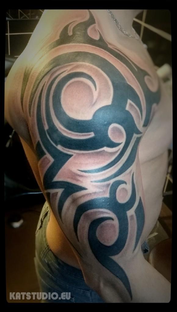 tribal ramię