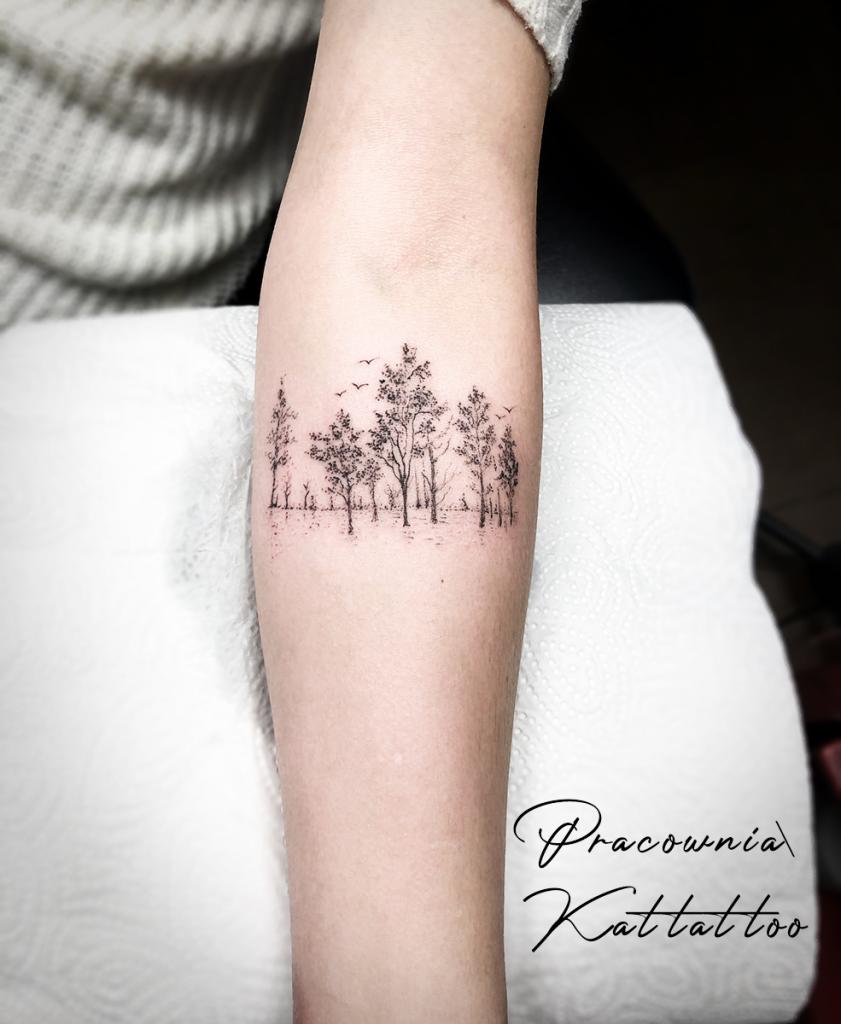 las mały delikatny tatuaż