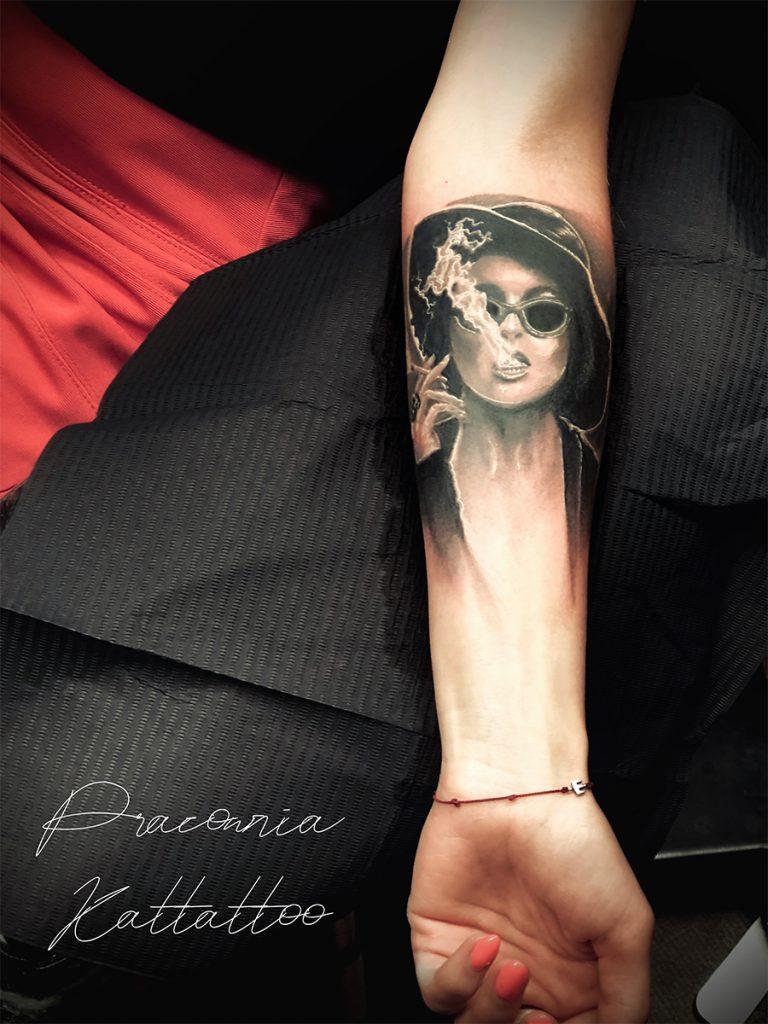 tatuaż twarz kobiety podziemny krąg